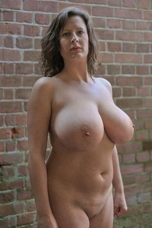 mom-body Mature XXX Pics