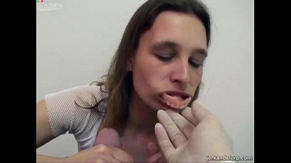 成熟的假牙嘴