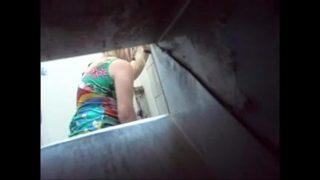 تاج Flagra استمناء في الحمام في البار
