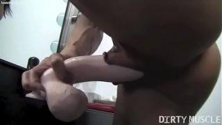Angela Salvagno maromba se masturbando com dildo