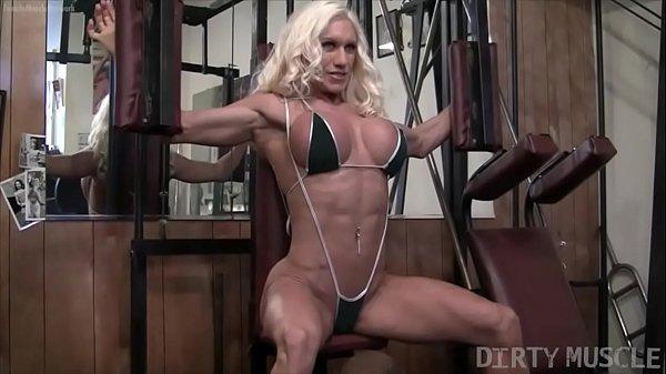 Bodybuilder Ashlee Chambers Fucks Banana In Pussy