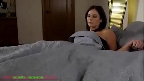 Quando sua madrasta gostosa aceita dividir a cama